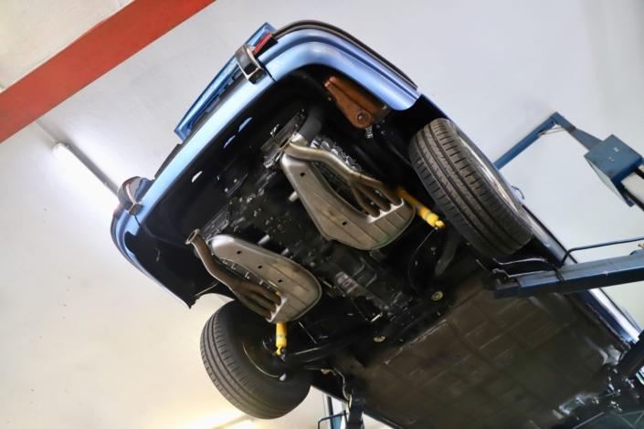 1970 Porsche 911 2.2 T Geminiblau Montage Abgasanlage