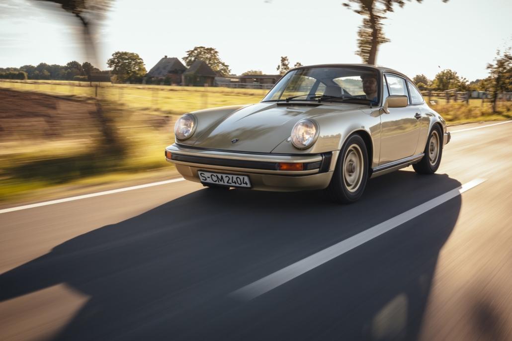 1976 Porsche Signature 911S Coupé Platin Metallic