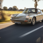 1976 Porsche Signature 911S Coupé Platin Metallic