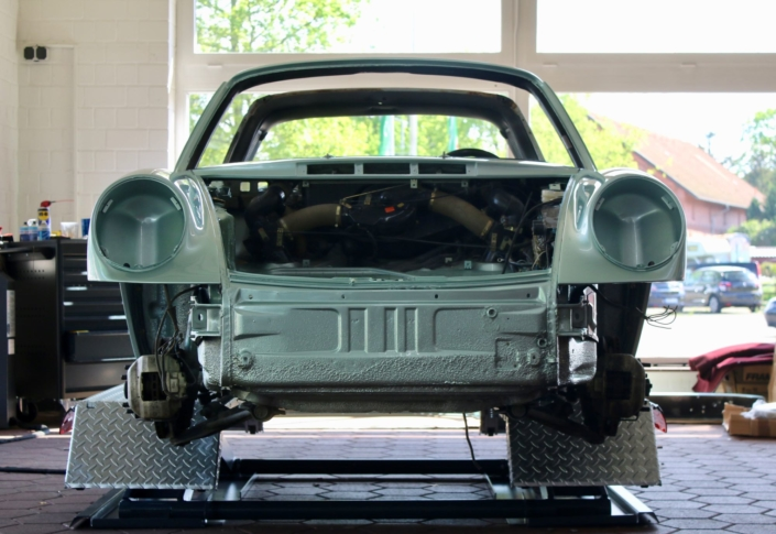 Endmontage 1974 Porsche 911S Targa Silbergrün