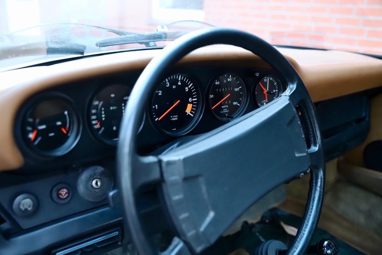 1976 Porsche 911S Coupé Irischrgün Armaturenbrett